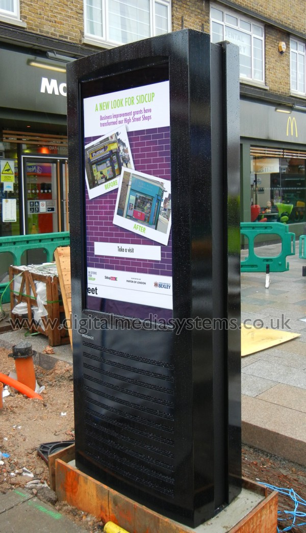 Sidcup High Street – Sunlight readable Digital Signage.