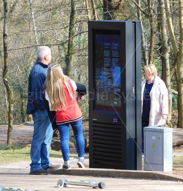 Castell Coch Outdoor Digital Display 47″ Totem