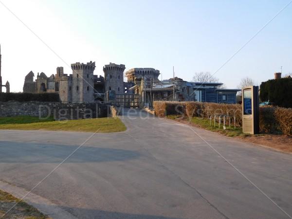 Raglan Castle – Digital Signage Screen 47″ Outdoor display totem