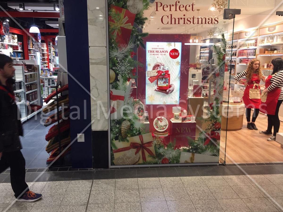 """Yankee Candle Screens at Manchester Arndale 49"""" window Advertising"""
