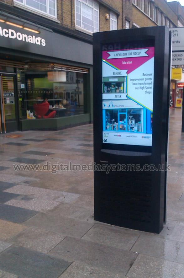 Sidcup High Street Sunlight Readable Digital Signage