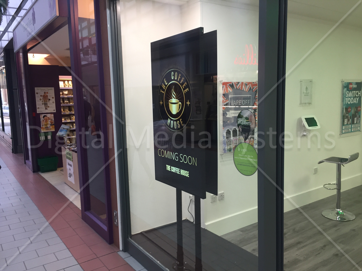 Dual Screen Retail Digital Signage Window Displays